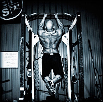 Dave Tate Doing a Pullup