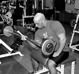 Single arm isometric barbell curl