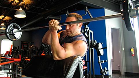 One-Arm Barbell Eccentric Scott Curl 2